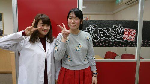北里大学獣医学部 合格の東さん(写真右) 数学・生物担当の湯浅先生(写真左)