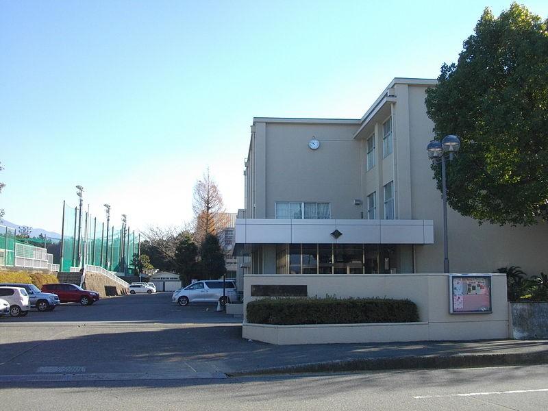 800px-Fuji-Higashi_High_School