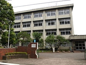 280px-Ikutahigashi_highschool