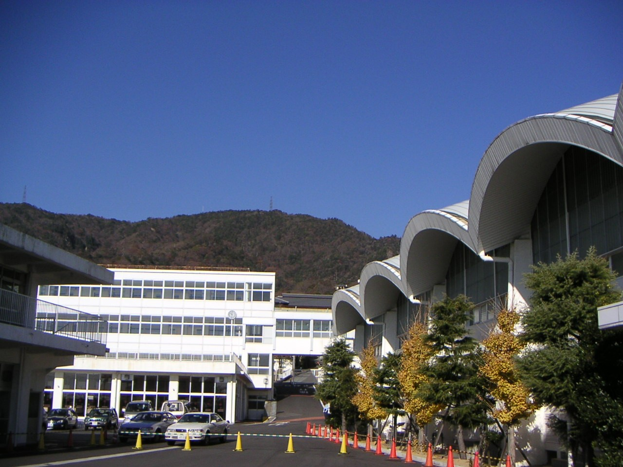 芦屋学園中学・高校校舎