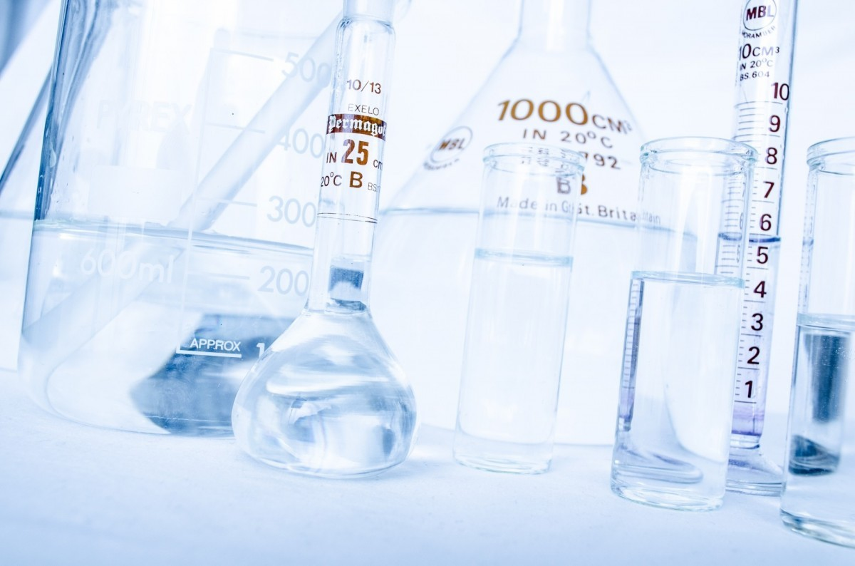 lab_research_chemistry_test_experiment_many_pharmaceutical_white-1005209
