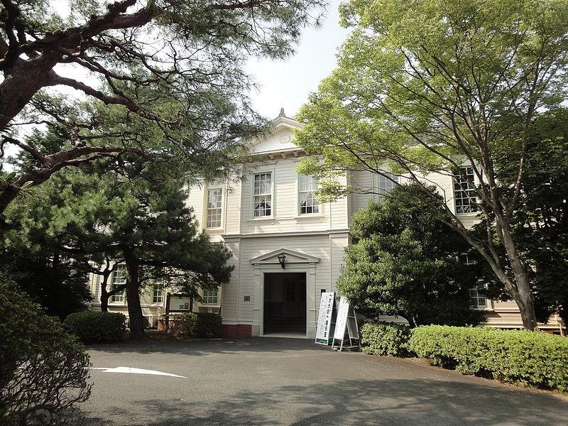 800px-University_Memorial_Hall_of_Aichi_University_100822