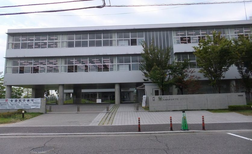 Hiroshima_Nagisa_Junior_High_School,_Senior_High_School_20140927