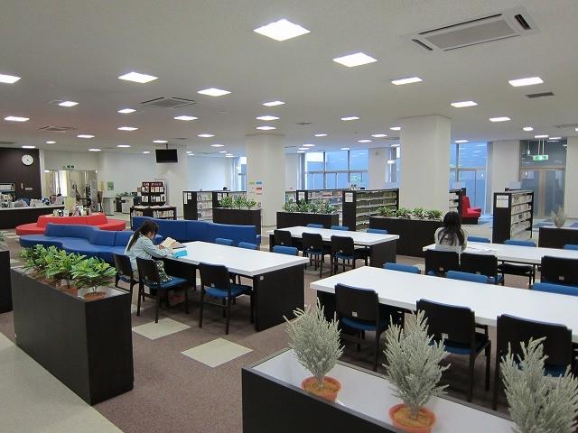 純真学園図書館