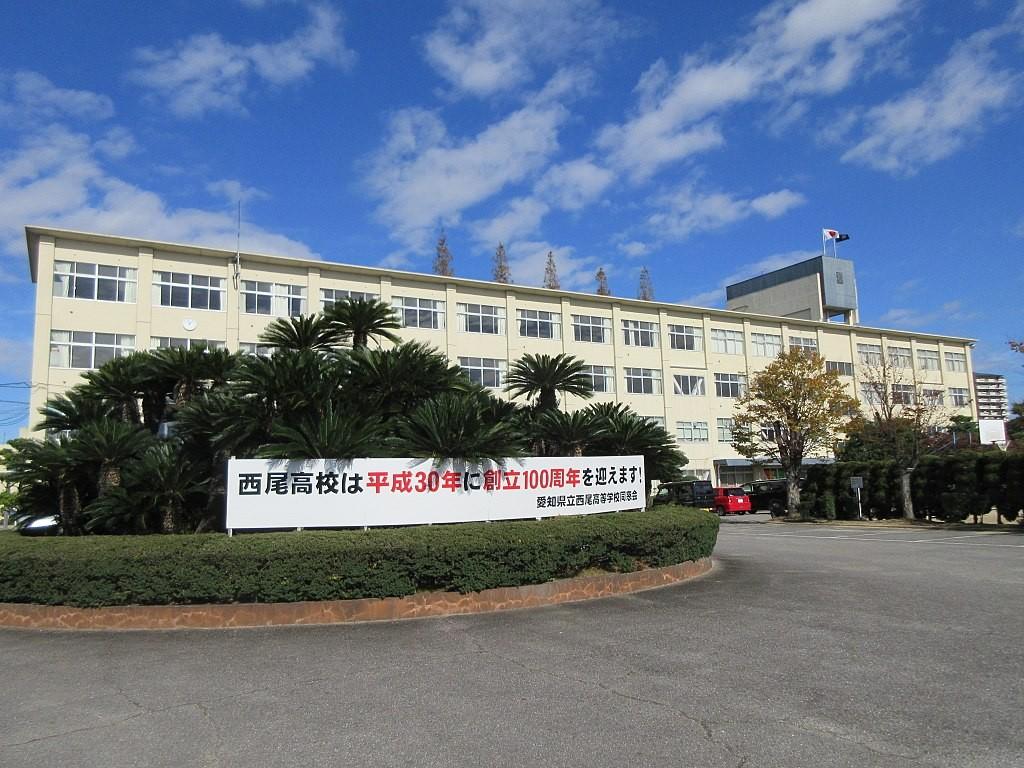 1024px-Aichi-Prefectural-Nishio-High-School-1