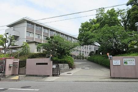450px-Osaka_Prefectural_Otori_High_School