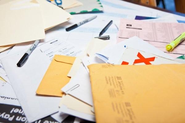 depositphotos_46662243-stock-photo-messy-desk