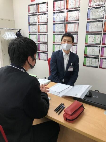 ●武田塾秋田校の生徒面談の様子1(高3Sくん)