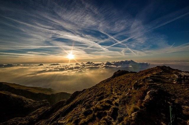 mountains-190055_640