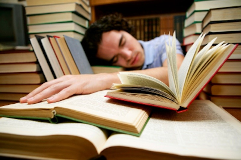 sleeping-student-58f612275793736425cb54e5