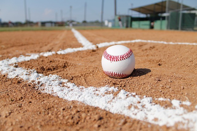 baseball-field-1563858_640