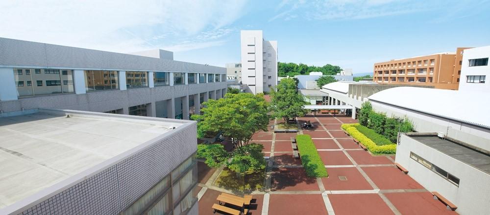 四日市大学