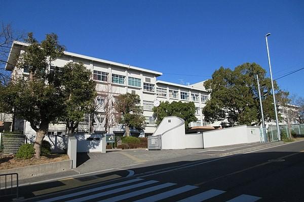 600px-Osaka_Prefectural_Sakai_Higashi_High_School